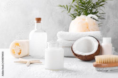 Fotografía Coconut spa setting and health care items