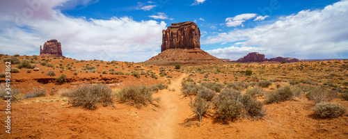 Vászonkép hiking the wildcat trail in the monument valley, usa