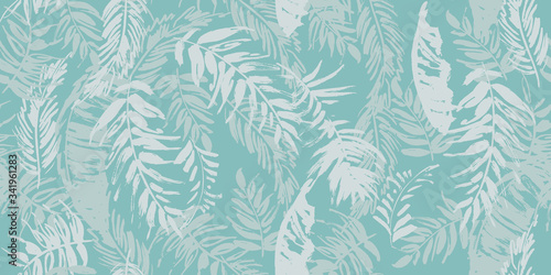 Seamless tropical pattern with palm leaves © Maria