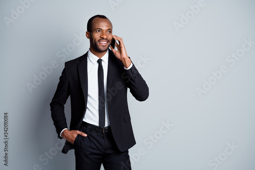 Photo Portrait of his he nice attractive elegant imposing classy cheerful guy recruite