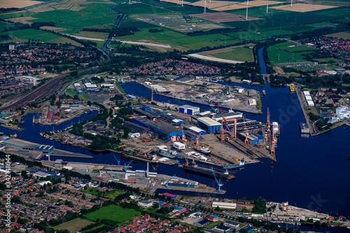 Hafen von Emden aus der Vogelperspektive Fototapet