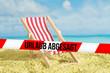 canvas print picture - Strand, Sonnenliege und Absperrband mit dem Hinweis Urlaub Abgesagt