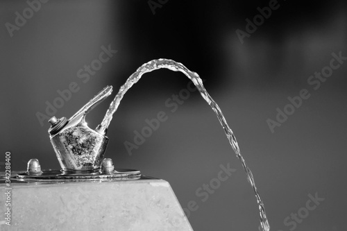 Foto Close-up Of Water Flowing From Faucet