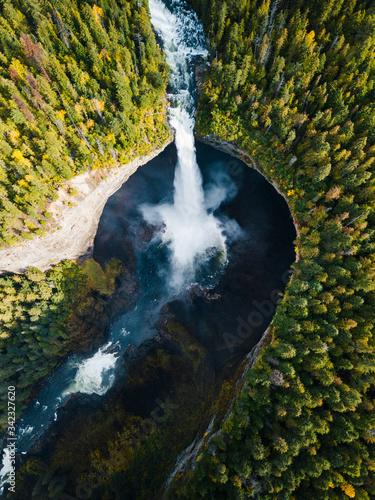 Fotografía una cascata in British Columbia vista dall'alto