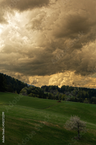 Ciel chargé dans le Vercors avant l'orage Canvas Print
