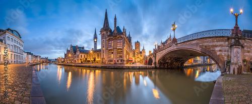 Ghent, Belgium at the Graslei Billede på lærred
