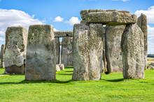 The Mysterious Stonehenge Clos...