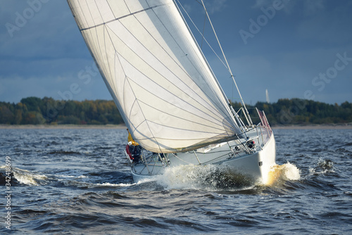 Fototapety marynistyczne   sailing-yacht-regatta-modern-sailboat-racing-through-the-waves-close-up-dramatic-sky-before-the-thunderstorm-terrific-cloudscape-north-germany-kiel