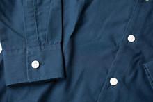 Detalle De Manga Camisa Azul M...