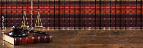 Obraz na plátně Mallet And Legal Book With Justice Scale On Table