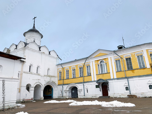 Photo Gate Church of the Ascension (Voznesenskaya) and summer abbess cells in the anci