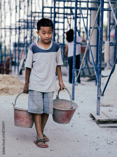 Photo Children are forced to work in the construction area