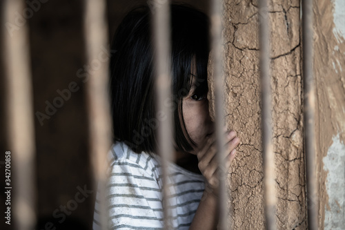 Fotografía Children imprisoned with violence Human rights concept, Human trafficking concep