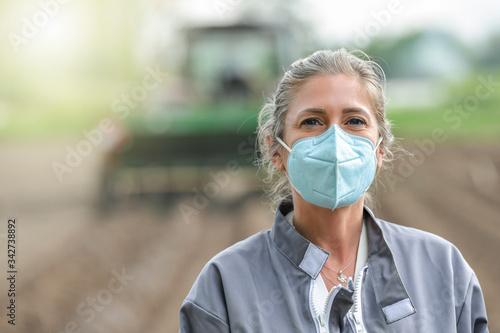Fototapeta Portrait of a woman worker wearing her protective mask obraz