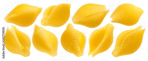 Fotografia Conchiglie rigate. Raw shell pasta isolated on white background