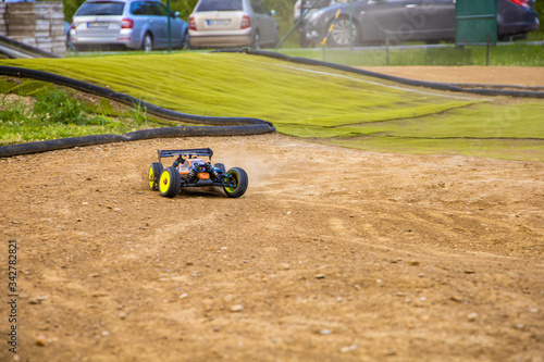 1/8 RC electric buggy drifting through a corner on an offroad track Canvas-taulu