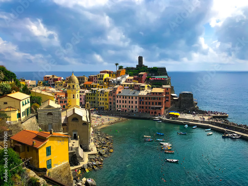 Fotografie, Tablou Gorgeous panoramic view of the bay in Vernazza