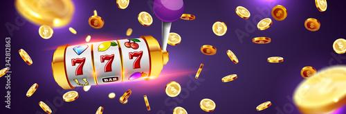 Papel de parede Golden slot machine wins the jackpot.