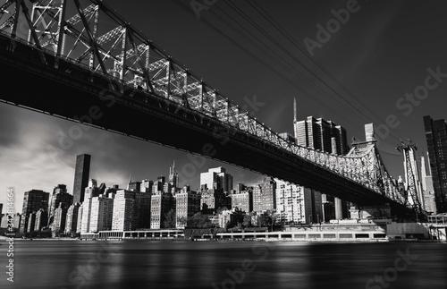 Vászonkép city bridge skyline black white buildings cityscape manhattan new-york architect