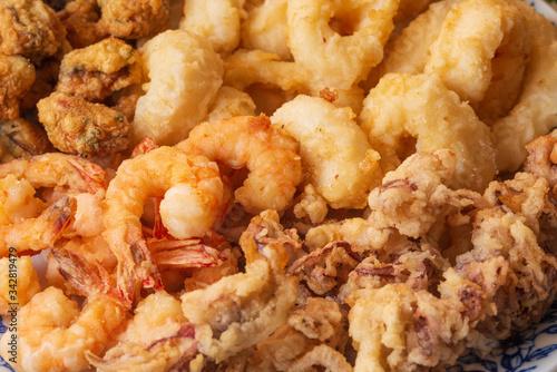 Carta da parati Primo piano di fritto misto crostacei e molluschi