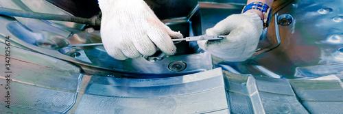 Valokuvatapetti web banner hand of technician use equipment for measurement in mechanic injectio