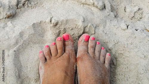 Fotografie, Obraz Stopy mojej kochanej na plaży w Dziwnowie, Polska.