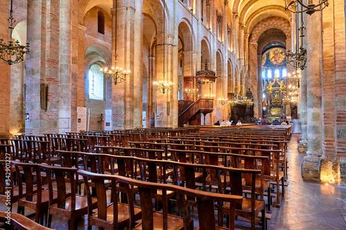 Photo TOULOUSE, FRANCE - MARCH 12 2018: Basilica of Saint-Sernin (Basilica de Sant Sarnin) is former abbey church of Abbey of St Saturnin