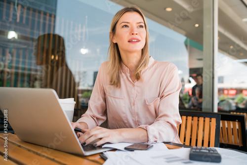Fototapeta Young businesswoman working on her laptop. obraz na płótnie