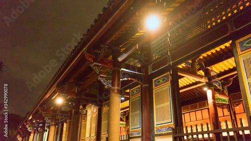 Valokuva The Taipei Confucius Temple with rain, Promenade of the Confucian Temple