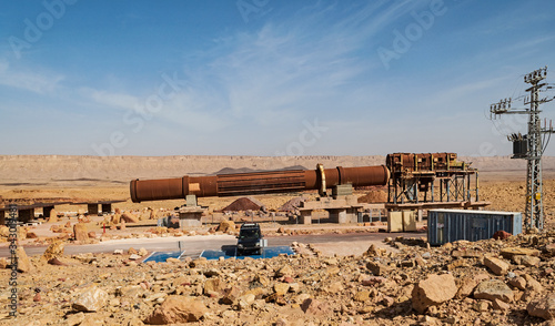 Photo antique historic mining apparatus in an abandoned quarry in the makhtesh ramon c