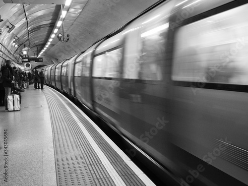 Fotomural subway train in motion