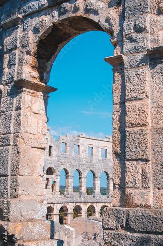 Foto Wall fragment of Ancient Roman Amphitheater in Pula, Istrian Peninsula in Croati