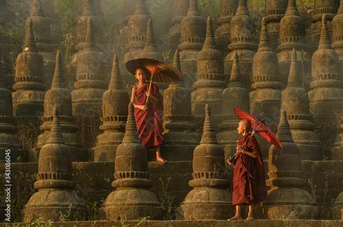 Valokuvatapetti The plain of mrauk-u Ratanabon Paya on during sunset,Mrauk-u, Myanmar
