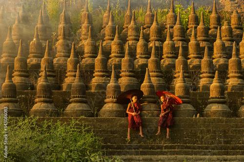 The plain of mrauk-u Ratanabon Paya on during sunset,Mrauk-u, Myanmar Canvas-taulu