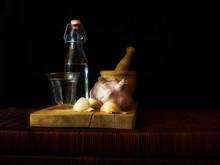 Botella Y Vaso De Agua Con Ajo...