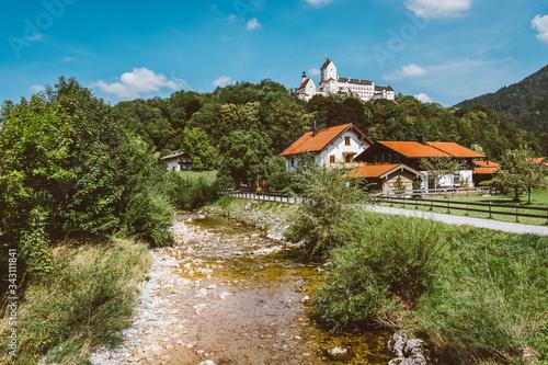 Obraz Spaziergang im Wald mit wunderschöner Aussicht - fototapety do salonu