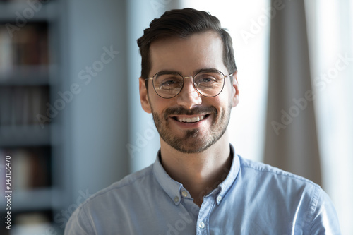 Fotografia Head shot portrait close up smiling confident businessman wearing glasses lookin