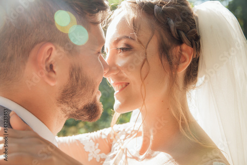 Photographie Smiling bride and groom spending time together