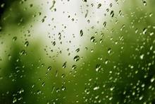 Krople Deszczu Na Szybie Na Tl...