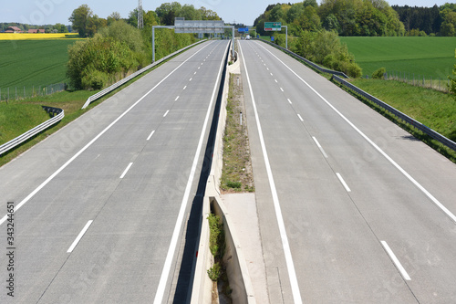 Photo Corona-Krise - Fast autoleere Westautobahn A1 bei Laakirchen (Bezirk Gmunden, Ob