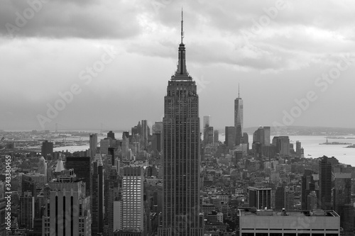 Платно Empire State Building And Towers In City