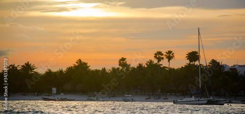 Atardecer Playa de Akumal, Quintana Roo. México. Wallpaper Mural