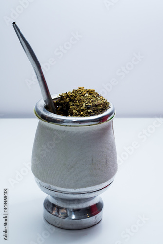Valokuvatapetti Traditional South American Yerba Mate tea on degrade grey background