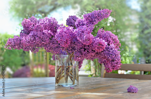 Carta da parati beautiful bouquet of purple lilac on a wooden table in garden
