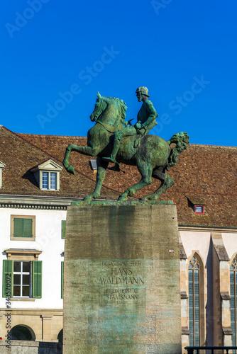 Valokuvatapetti The equestrian monument to Hans Waldmann (1937), Zurich, Switzerland