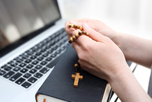 Internet Mass. A Woman Prays At The Rosary. A Woman Prays On A Rosary In Front Of A Computer.