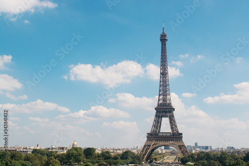 Cuadros en Lienzo Eiffel Tower Against Sky In City