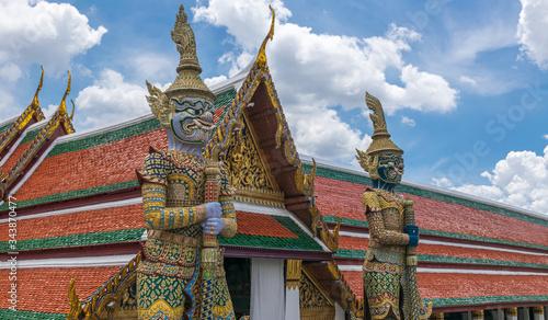 Valokuvatapetti Giant statue at Wat Phra Kaew