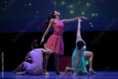 Dancer actresses young woman performs on theatrical scene in the musical show da Fototapeta