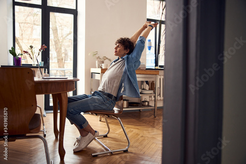 Fotografía Handsome guy stretching hands while working on laptop